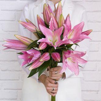 10 розовых лилий