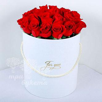 19 красных роз в коробке